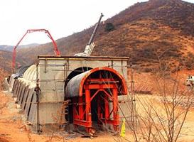 铁路单线门式骨架结构隧道衬砌台车